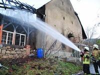 Scheuenbrand: Löscharbeiten gehen am Tag danach weiter