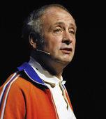 Der Kabarettist Alfons tritt im Burghof auf