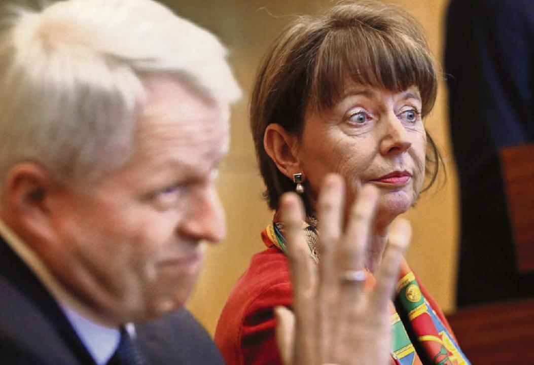 Die Kölner Oberbürgermeisterin Henriet...r und Polizeipräsident Jürgen Mathies   | Foto: dpa