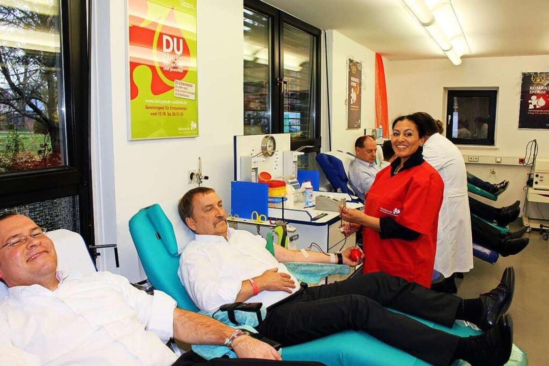 Blutspenden macht in der Gruppe noch m...nk bei einem gemeinsamen Spendetermin.  | Foto: Uniklinik Freiburg