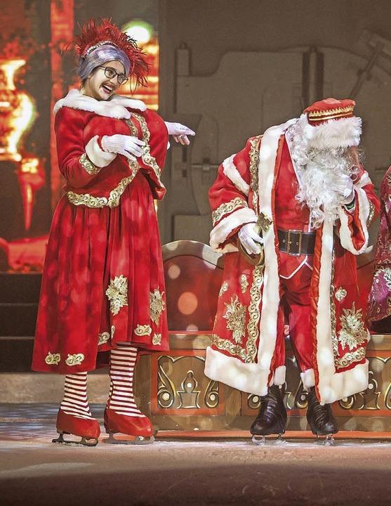 Fürs Finale die Kittelschürze mit dem ...m Partnerlook mit dem Weihnachtsmann.   | Foto: Europa-Park
