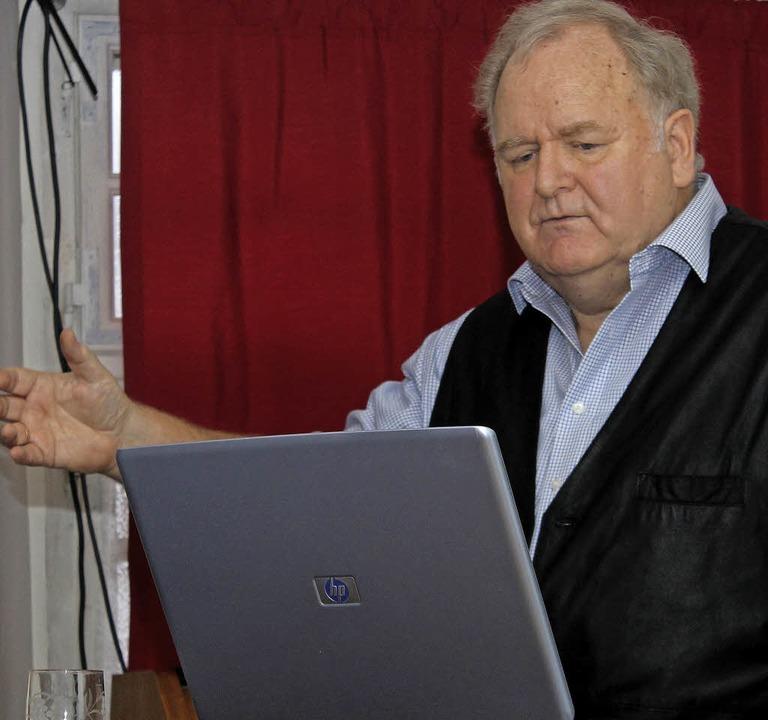 "Historiker Werner Störk bei seiner Prä...in der ""Krone"" in Tegernau  | Foto: Fotos: Fabry,Sattelberger"