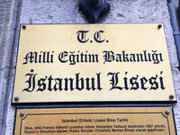 Elite-Schulen in der Türkei müssen Weihnachten ignorieren