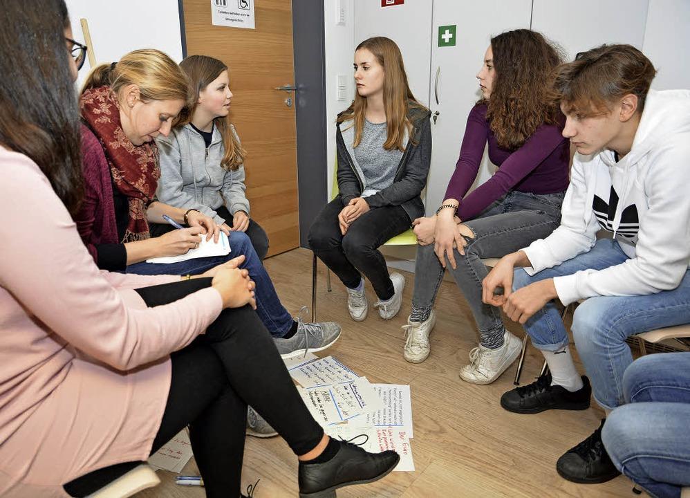 In kleinen Gruppen bereiteten sich die...ion mit den Landtagsabgeordneten vor.     Foto: Benedikt Sommer