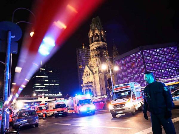 Rettungskräfte unweit des Tatorts bei der Gedächtniskirche.