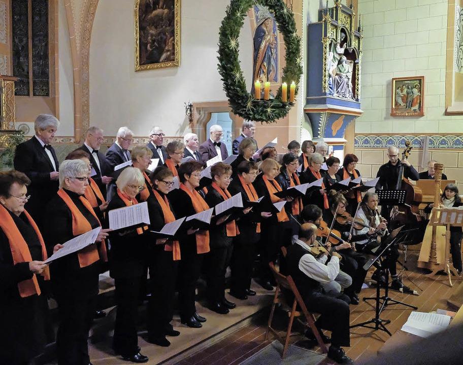 Der Kirchenchor Buchenbach beim Adventskonzert   | Foto: Martin Müller