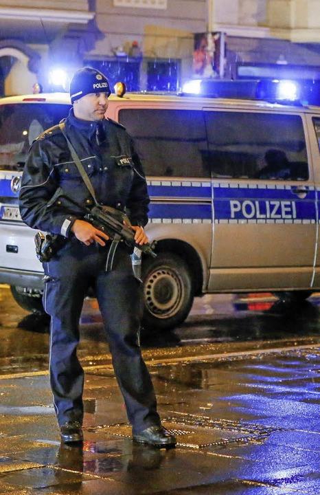 Nach einem Terroranschlag ist die Arbeitsbelastung für die Polizei enorm.  | Foto: dpa