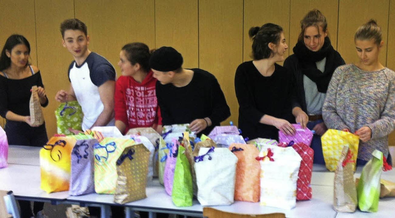 <BZ-FotoAnlauf>Mathilde-Planck-Schule:...hultag Geschenketüten für Flüchtlinge.    Foto: privat
