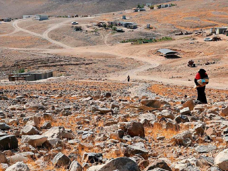 Beduinin auf dem Weg zum Arztmobil der Klinik  | Foto: Sascha Montag/Zeitenspiegel