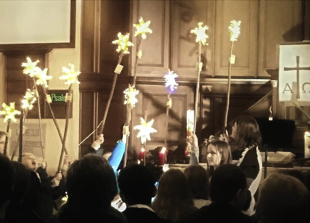 Das weihnachtliche Himmelszelt wurde m...der evangelischen Bergkirche Schönau.   | Foto: Ronald Kaminsky
