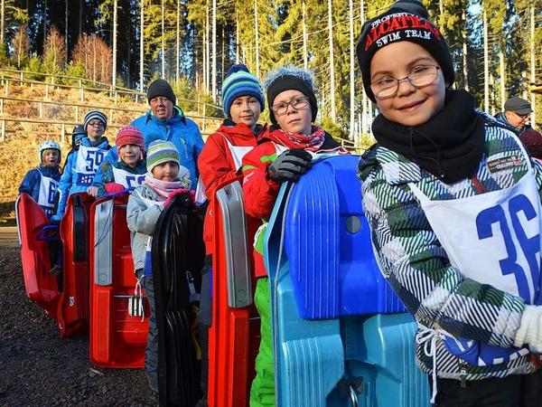 Jede Menge Spaß hatten die Kinder beim Schlittenrennen an der Hochfirstschanze. <?ZP?>