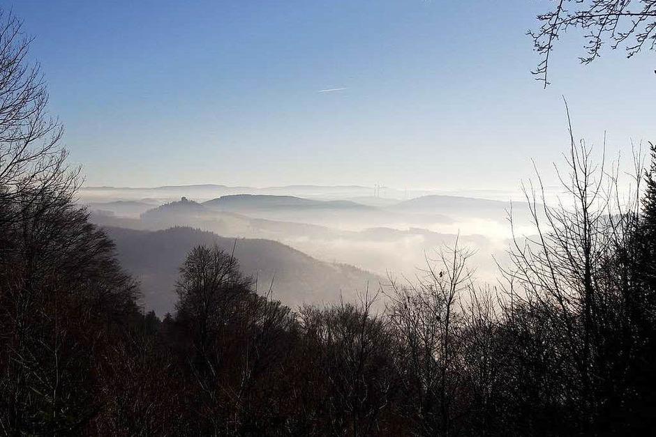 Oben Sonne, unten Nebel – BZ-Redakteur Christian Kramberg hat an Silvester von der Julius-Kaufmann -Hütte ins Schuttertal fotografiert. (Foto: Christian Kramberg )