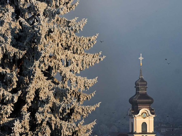 Der Kirchturm im Nebel am Neujahrstag in Friesenheim