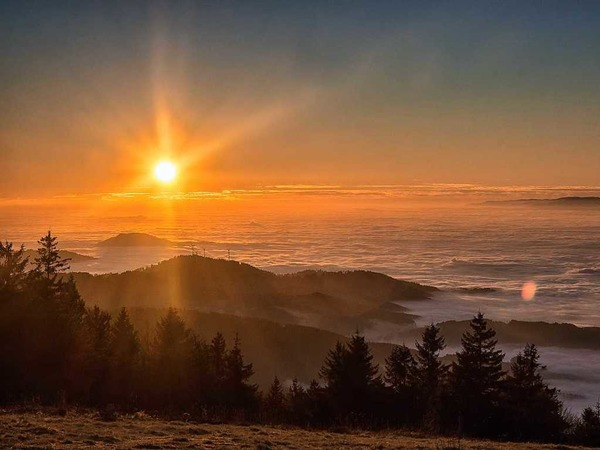 Diesen wunderschönen Sonnenuntergang hat Jasmin Seidel aus Pfaffenweiler vom Kandel mit der Kamera eingefangen.