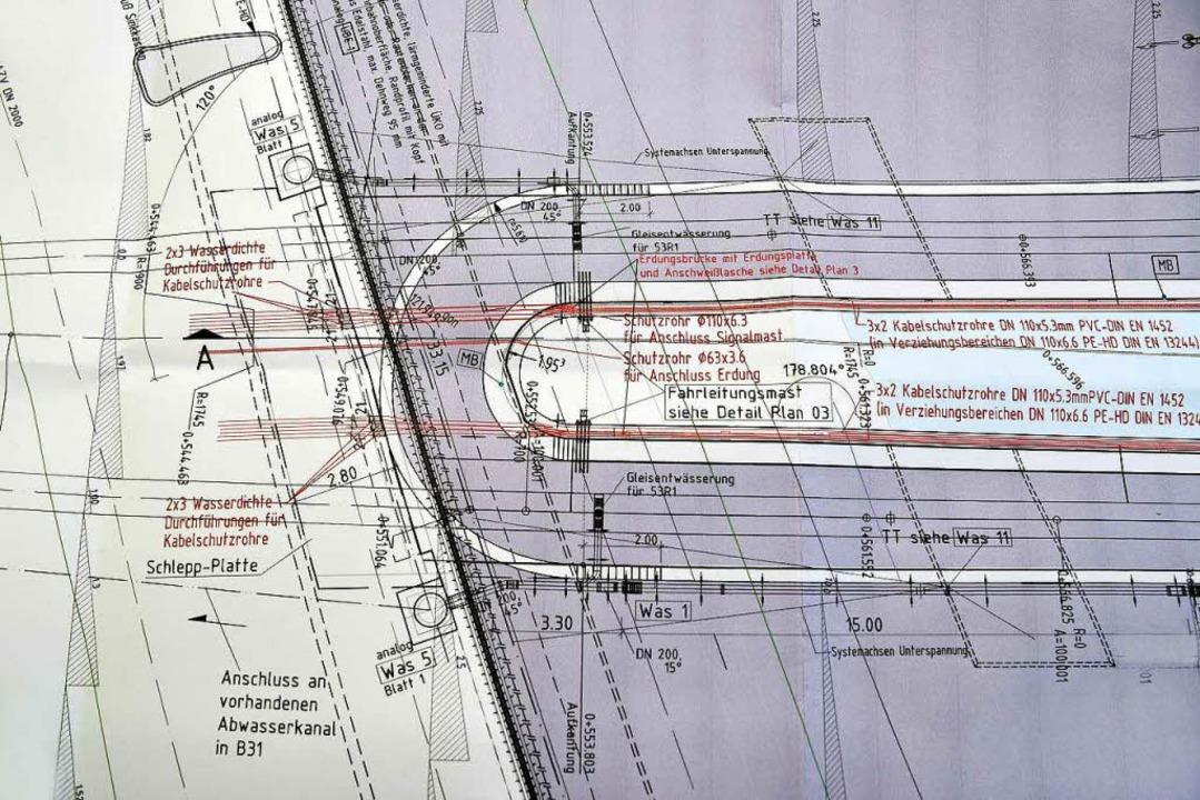 Der Bau der neuen Brücke ist komplex, zeigt das Detail des Plans.  | Foto: Thomas Kunz