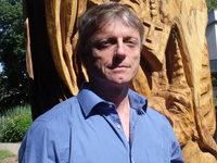 Brandanschlag auf Gerichtseiche: Künstler Thomas Rees ist schockiert
