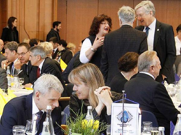 Birte Könnecke im Gespräch mit dem CDU-Landtagsabgeordneten Patrick Rapp.