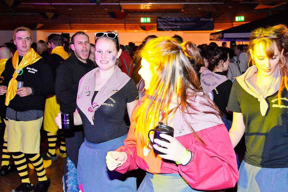 In der Stadthalle Schopfheim wurde es eng beim Auftritt der Guggemusiken (Foto: Edgar Steinfelder)