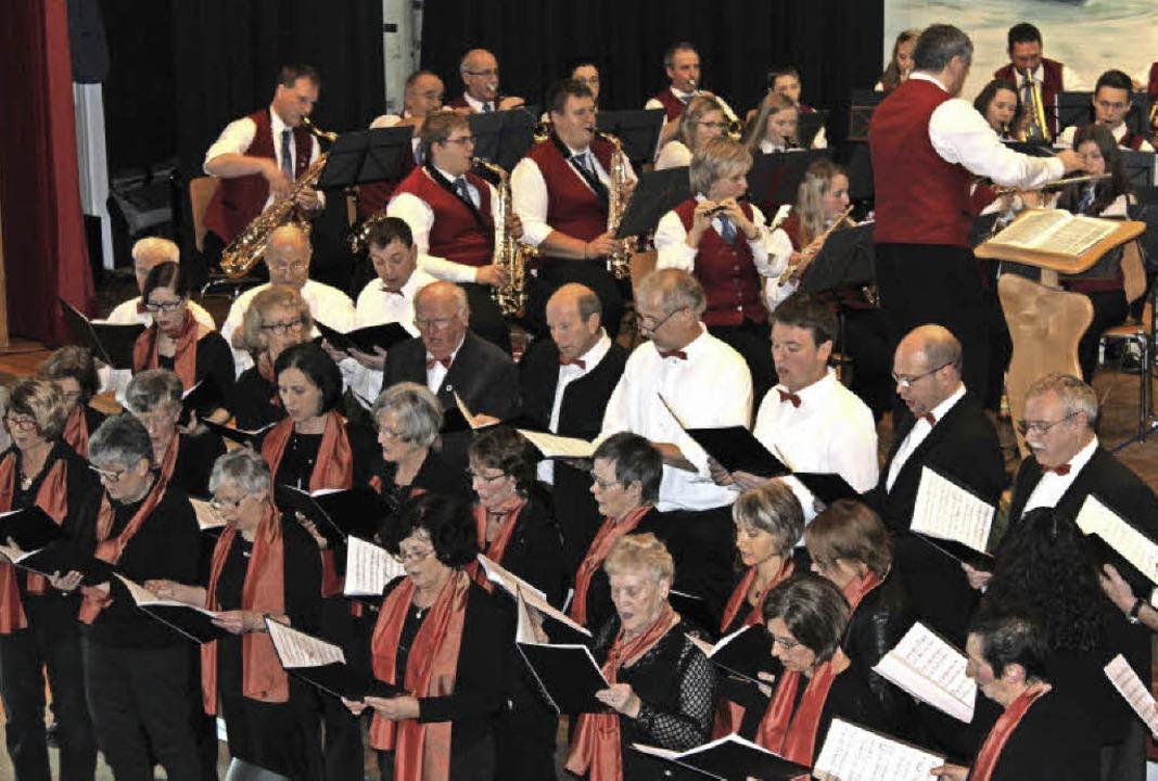 Beim Dreikönigskonzert bewies der Musi...vollen Schlusspunkt unter das Konzert.  | Foto: Christa Maier