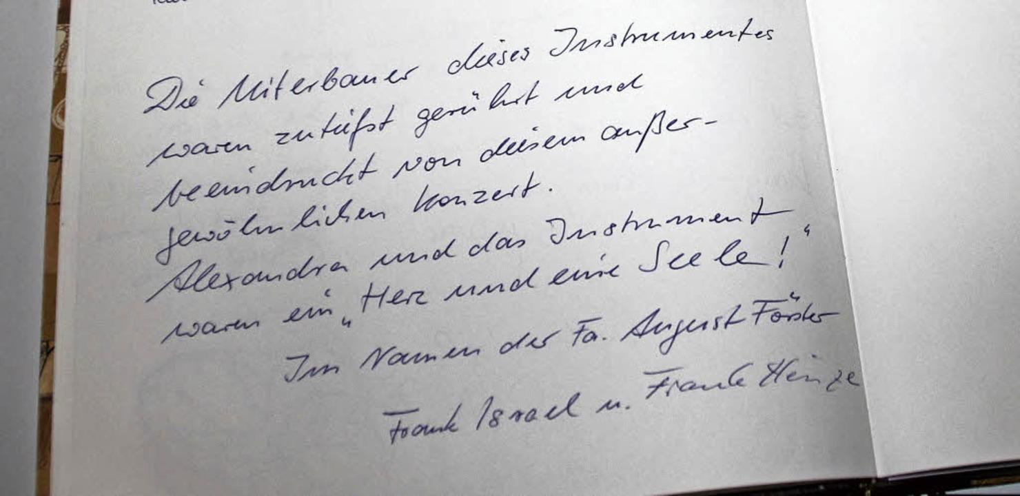 Eintrag von den Erbauern des Konzertfl...uch des Vereins Musikfreunde Ettenheim    Foto: Erika Sieberts