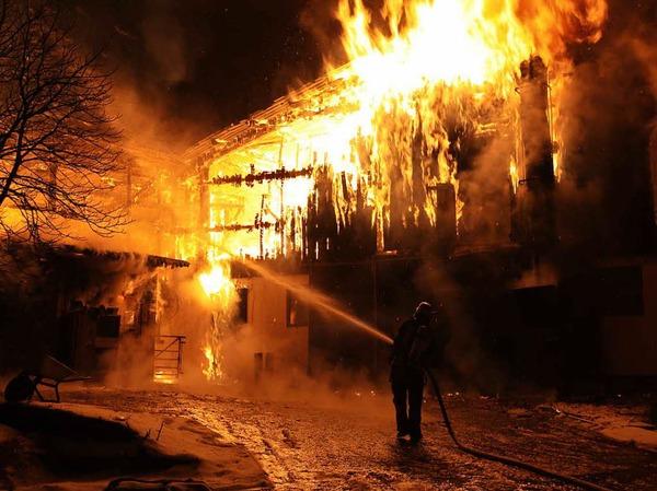 Der Stall in Klengen hat lichterloh gebrannt.