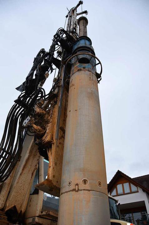 Dieses Bohrgerät hat die Leitung gestr...nd beschädigt. Verletzt wurde niemand.  | Foto: Max Schuler