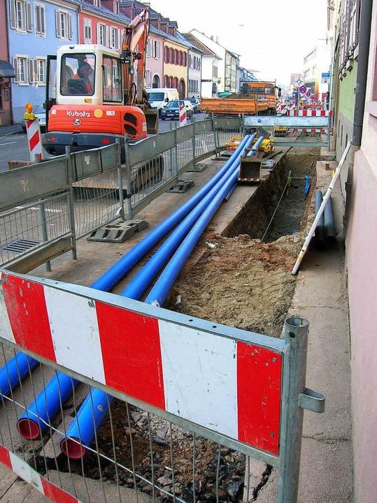 Die Stromleitungen haben die Stadtwerk...llidieren mit Bauarbeiten an der L114.  | Foto: Sylvia-Karina  Jahn