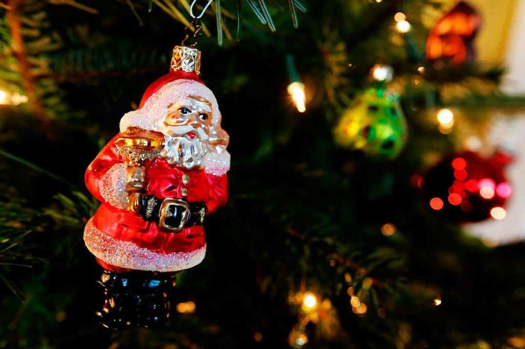 Weihnachtsbäume – allerdings ohne Schmuck – werden entsorgt.  | Foto: Malte Christians