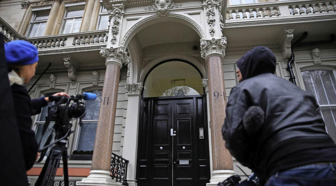 Medienvertreter belagern das Büro des ...ber Donald Trump verfasst haben soll.     Foto: AFP