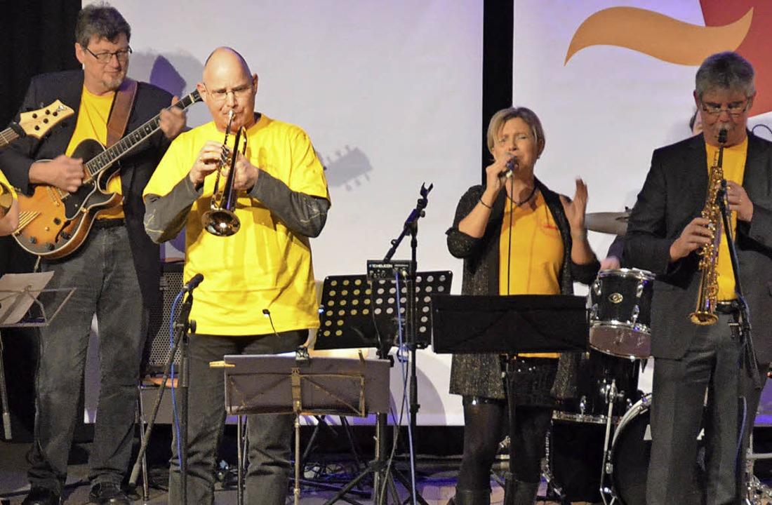Musikalisch und optisch zieht die New ...r (rechts) die Besucher in ihren Bann.  | Foto: Ingrid Böhm-Jacob