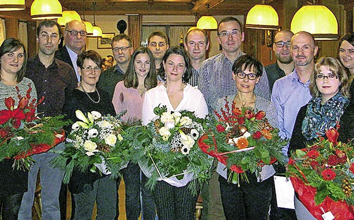 Eine Feier bei Steiert: Und dabei wurd...ngehörige (siehe Artikeltext) geehrt.   | Foto: Steiert Präzisonsformenbau GmbH