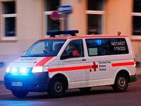 In falscher Richtung auf dem Gehweg – Fahrradfahrer in Lörrach kollidiert mit Auto