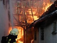 Großbrand in Sehringen zerstört zwei Scheunen