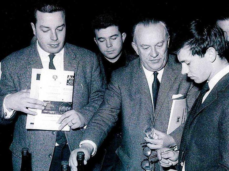 Franz Burda junior, Frieder Burda, Sen... bei einer Weinverkostung (von links).  | Foto: Katalog der Senator und Fessenbach