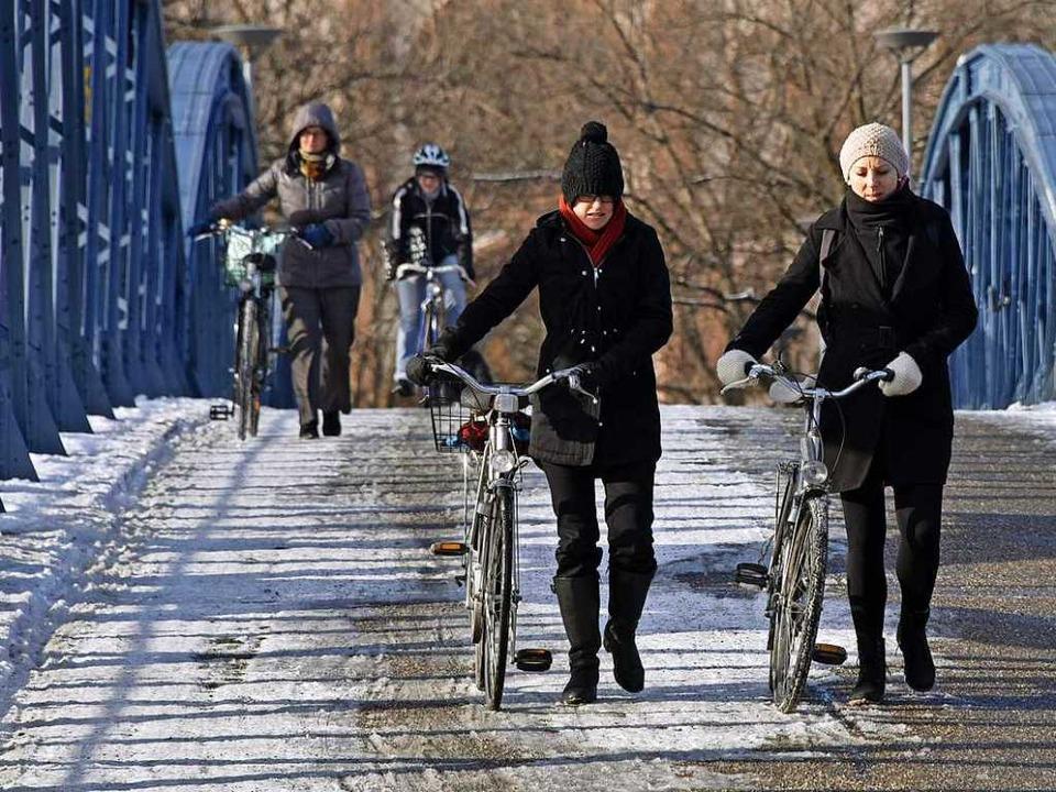 Gleichgewichtssinn ist derzeit auf der Wiwili-Brücke gefordert.  | Foto: Michael Bamberger