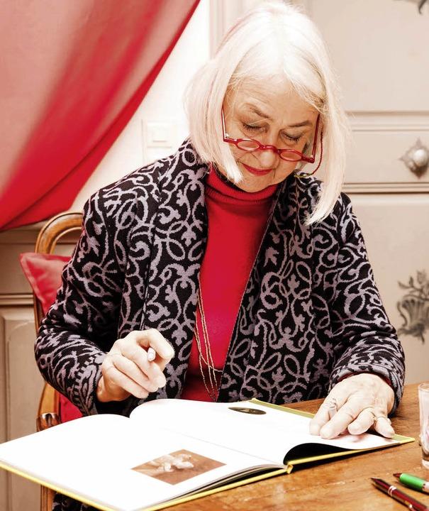 Binette Schroeder beim Signieren   | Foto: G. zahn