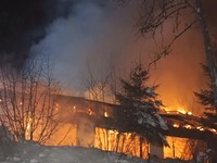 Freizeitheim hat gebrannt - Anfahrt nur auf Schneeketten