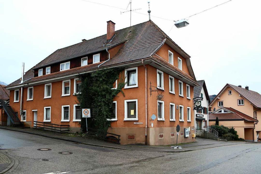 Anstelle des ehemaligen Gasthaus Sonne...en die Bürger einen Dorfladen gründen.  | Foto: Christoph Breithaupt