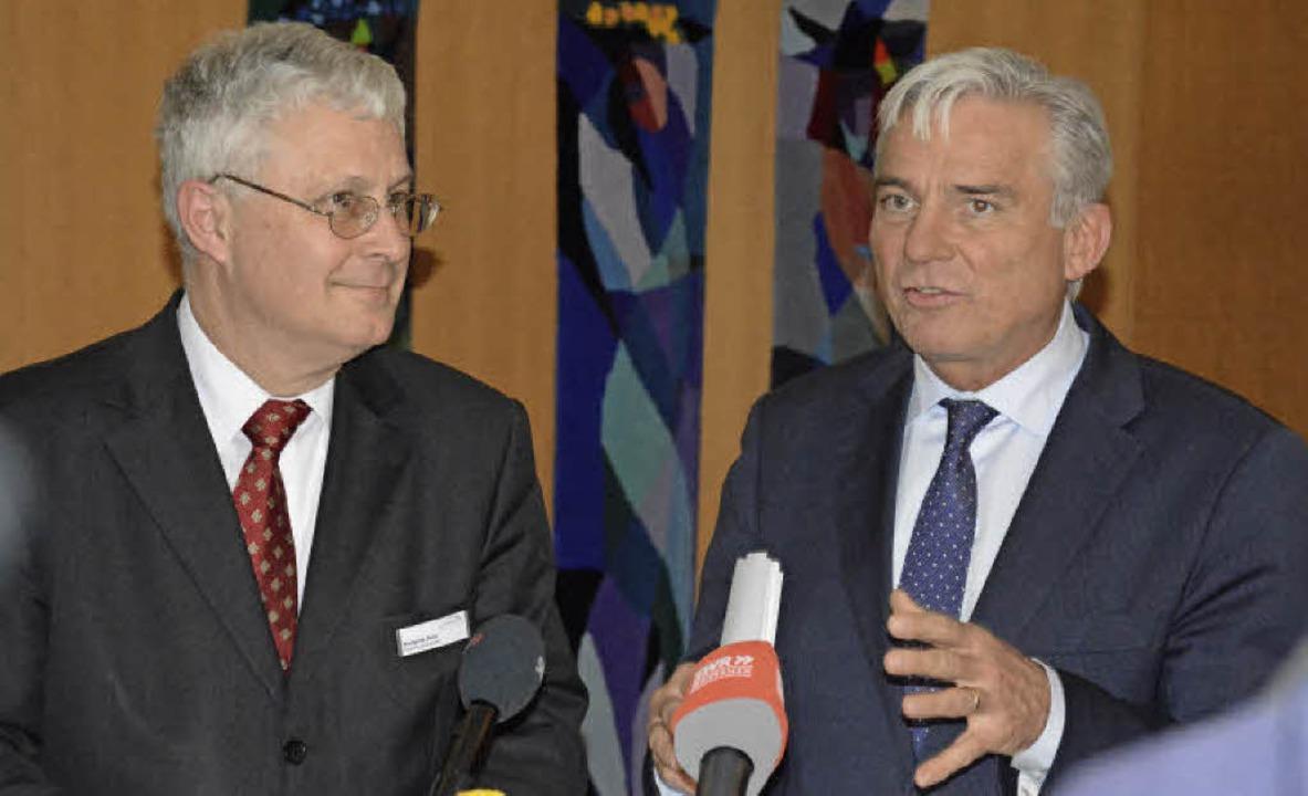 OB Dietz ist zufrieden, Innenminister ...r die Polizeiarbeit in Weil zugesagt.   | Foto: Lauber