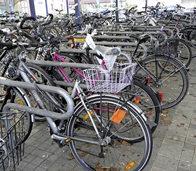 Schrotträder am Bahnhof