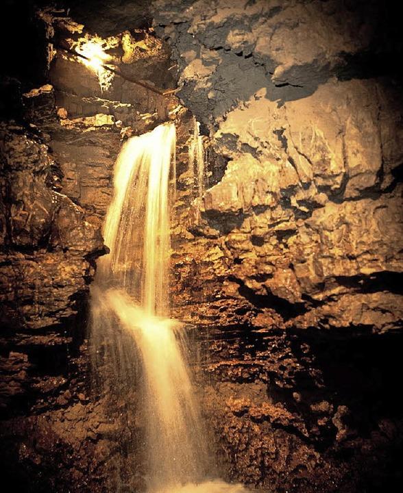 Am Ende der Höhle erleben die Besucher einen Wasserfall.  | Foto: privat