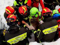 Italien: Helfer retten Menschen aus verschüttetem Hotel