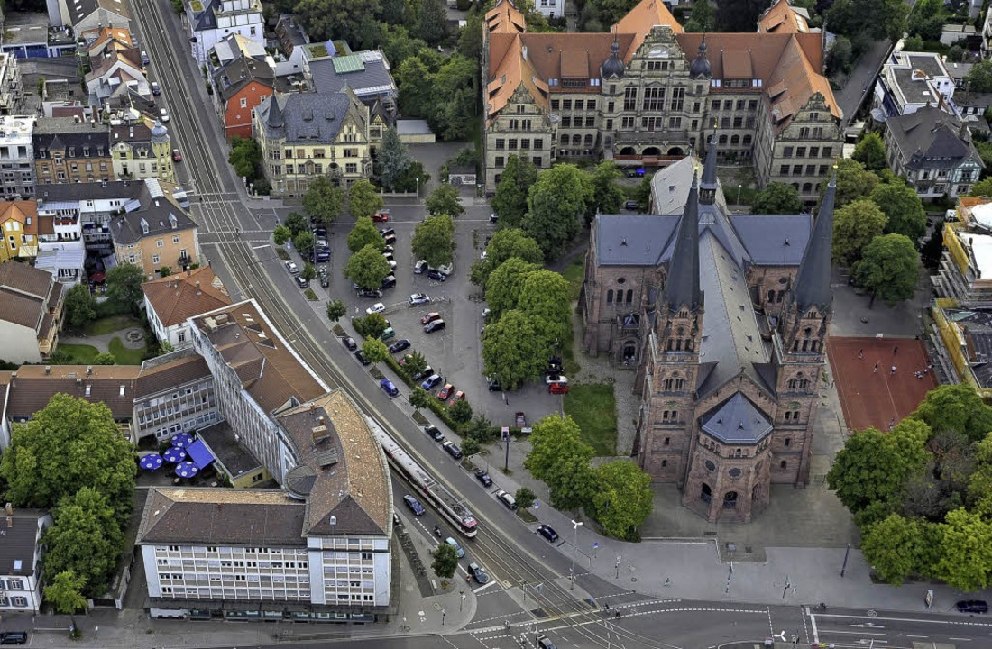 Die Stadt will das Gebäude Basler Stra...erkaufen. Am Verfahren gibt es Kritik.  | Foto: Thomas Kunz