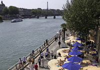 Planschen unterm Eiffelturm?