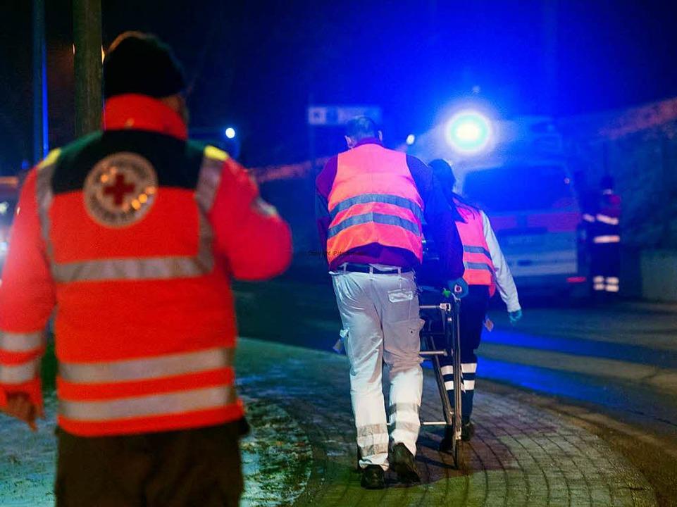 Patienten werden evakuiert und verlegt.  | Foto: Patrick Seeger