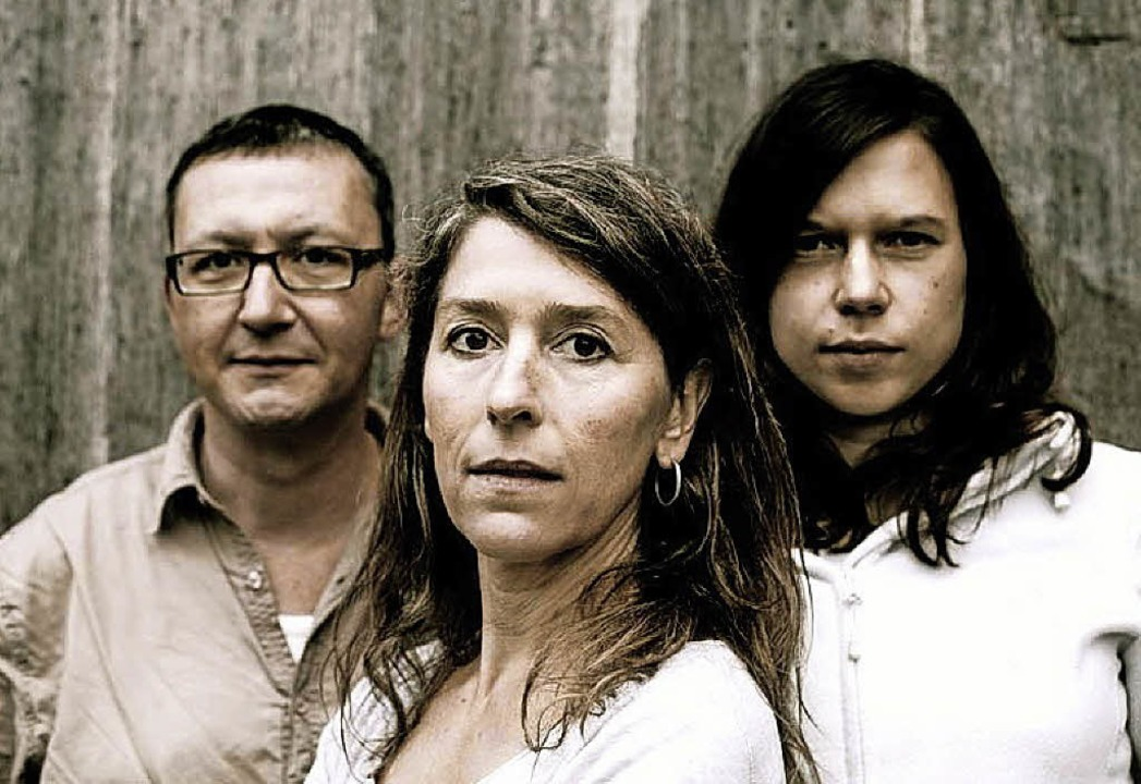 Tobias Kopf, Barbara Höpler und Silke ...usiktrio, das U- zur E-Musik ummünzt.   | Foto: Promo