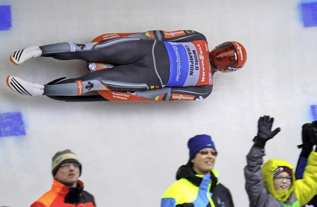 Wie selbstverständlich sammelte Felix Loch in den vergangenen Jahren Medaillen.  | Foto: dpa