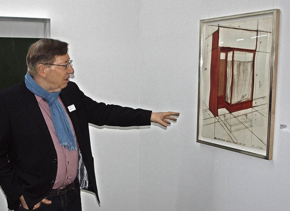 Jürgen Messmer vor einer Skizze.   | Foto: Michael Haberer