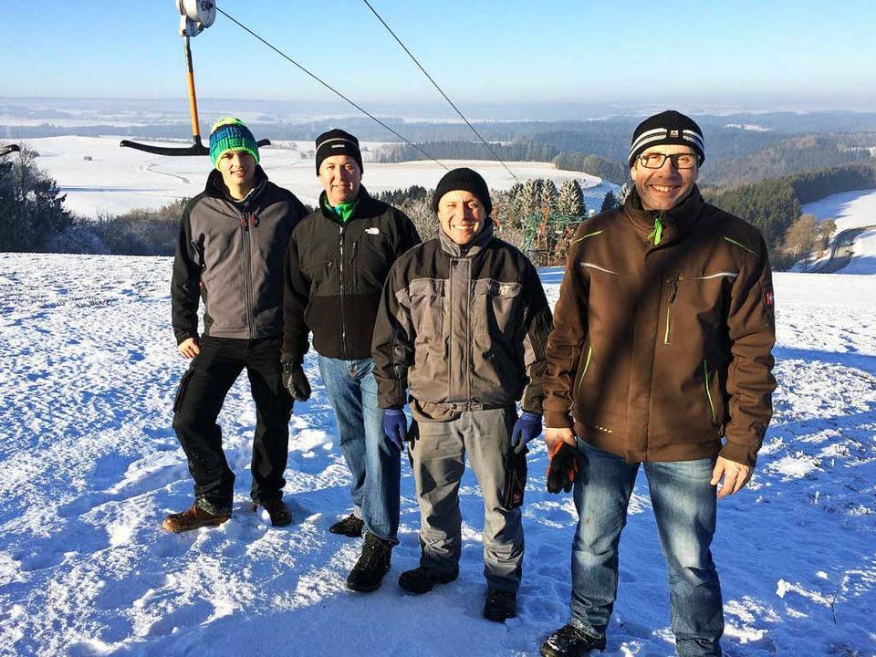 Die Schneemangelverwalter von Ewatting...nger und Leonard Riester (von rechts).  | Foto: Florian Kech