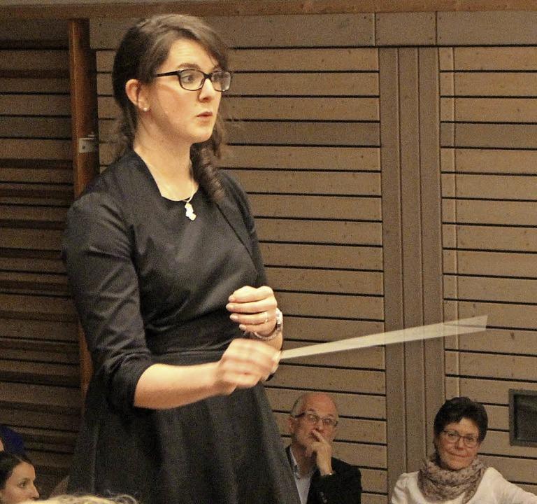 Komplimente gab es für  Marina Reichma...Dirigent  Naas im April 2016 vertrat.   | Foto: Bertsch